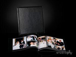 Kaarina-kuvakirja sopii loistavasti tallentamaan mm. dokumentaarisen hääkuvauksen. Myös kaikki muotokuvat lapsikuvista perhe- ja boudoir-kuviin säilyvät vuosikymmeniä Kaarina-kuvakirjan sivuilla, jotka ovat aitoja valokuvia.