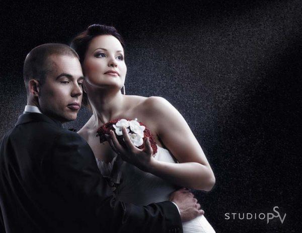 Kuin elokuvan tähdet. Näin dramaattinen kuva syntyy parhaiten studiossa. Kuva Reijo Koirikivi, Studio P.S.V.