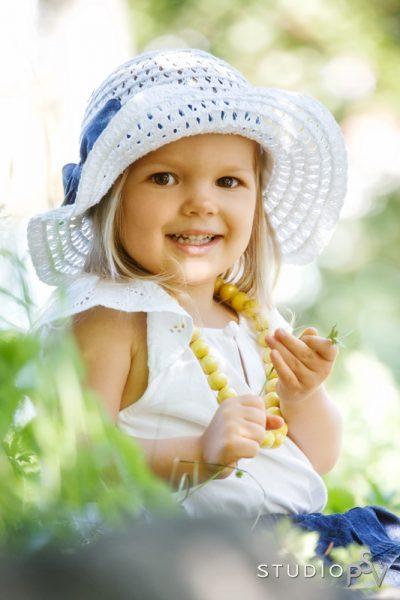 Ainolan puisto antaa kauniit puitteet lapsikuvaukselle. Puistokuvauksen teemapäivänä (25.8.) miljöökuvauksen hinta on vain 65 euroa.