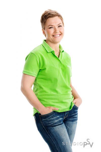 Kerttu Helynen toimii Suomen hiihtomaajoukkueen lihashuoltajana ja hierontapalvelua tarjoavana yrittäjänä. Lisäksi hän myy Forewerin tuotteita. Kuva Reijo Koirikivi / Studio P.S.V.