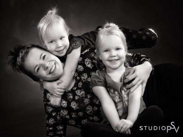 Neljänneksi tullut perhekuva kutitti kovasti facebook-kansan  nauruhermoja. Kuva Reijo Koirikivi, Studio P.S.V.