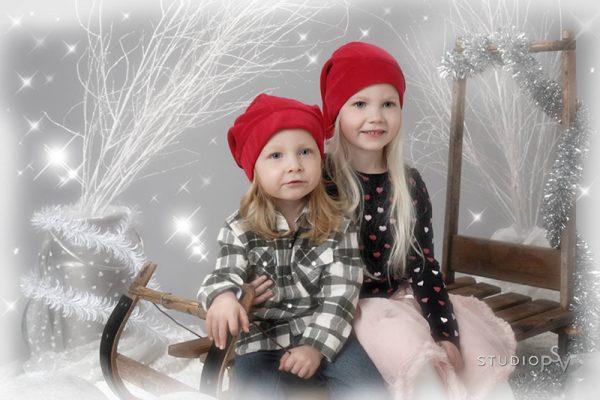 Joulukorttikuvasta voit tilata myös kivan joulutaulun edullisesti vain 39 e (30x40 cm). Kuva Noora Slotte, Studio P.S.V.