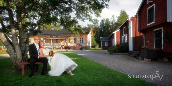 Maikkulan kauniisti entisöity kartanomiljöö antaa upeat puitteet hääjuhlalle ja häävalokuvaukselle. Kuva Reijo Koirikivi, Studio P.S.V.