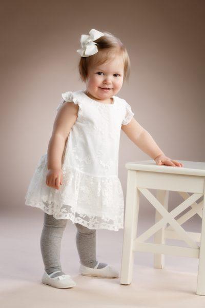 Studio P.S.V:n perusteellinen ja lapsen ehdoilla etenevä lapsikuvaus on kiva lahja lapsiperheelle. Kuva Reijo Koirikivi, Studio P.S.V.