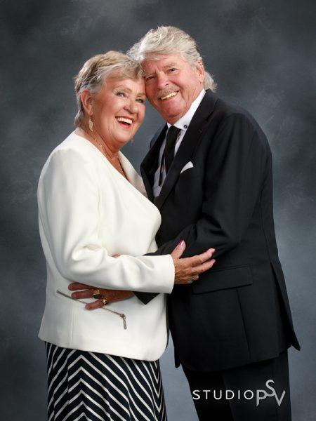 Isovanhemmat on kuvattu edellisen kerran ammattistudiossa ehkä hääpäivänään. Anna heille lahjaksi parikuvaus, jossa kuvaamme heidät yhdessä ja erikseen, ja sinäkin saat viimein heistä kunnon kuvan. 110 e. Valokuvaaja Reijo Koirikivi