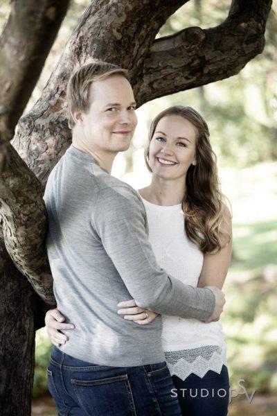 Tervetuloa puistokuvaukseen 13.7. nuoremmat ja vanhemmat parit. Voit juhlistaa kuvauksella kihlausta tai hääpäivän vuosipäivää tai järjestää muuten vain hauskan yhdessäolon tuokion kumppanillesi.