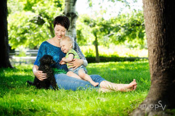 Puistokuvauspäivänä 13.7. kuvaamme Ainolan puistossa pienemmät ja isommat perheet.