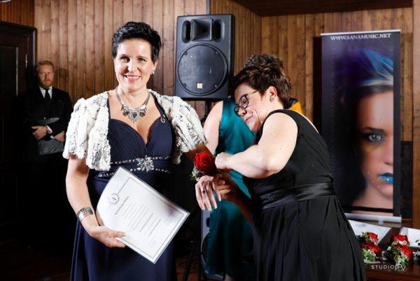 Puheiden ja musiikkiesitysten lisäksi yrittäjäjuhlassa palkittiin aktiivijäseniä.  Valokuvaaja Noora Slotte, Studio P.S.V.