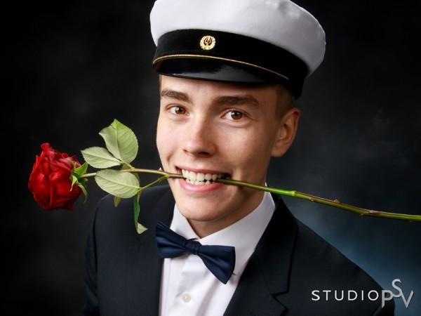 Studio P.S.V:n ylioppilaskuvauksessa on hauskaa. Valokuvaaja Noora Slotte.