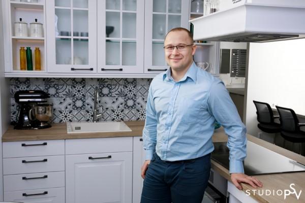 Myös myyjäksi Noblessalle rekrytoitu Marko Moisanen on kokenut keittiöasiantuntija. Valokuvaaja Reijo Koirikivi, Studio P.S.V.
